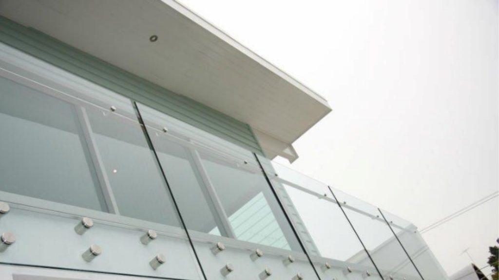 Australian Curved Glass - Mornington Residential Balcony