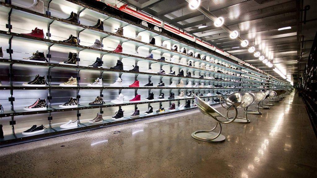 Australian Curved Glass - Sneaker Boy